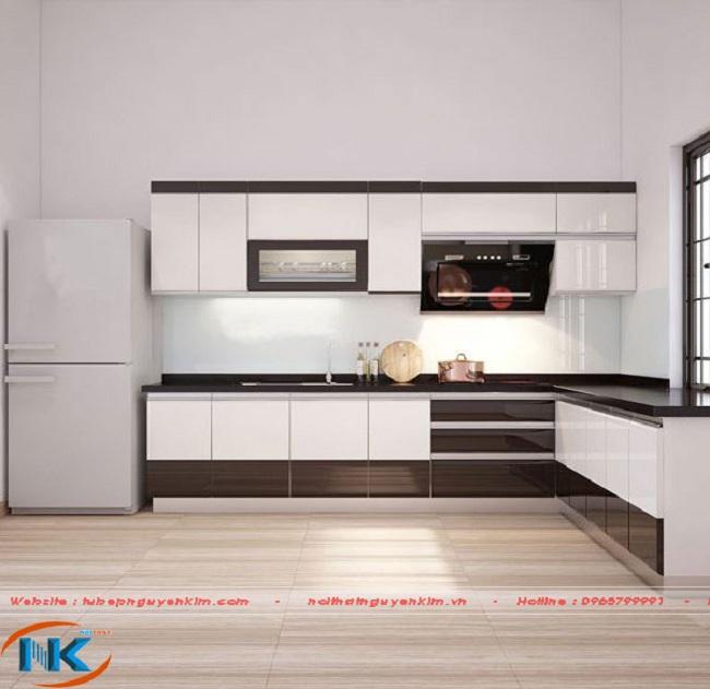 Mẫu tủ bếp chữ L này vô cùng xinh xắn kết hợp các thiết bị nhà bếp hiện đại cho một không gian sống thực sự hiện đại ngạy tại phòng bếp gia đình bạn.