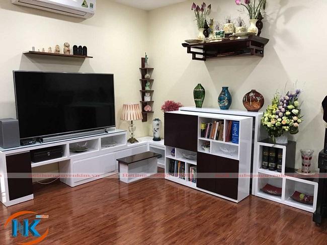 Thiết kế phòng khách bằng chất liệu gỗ công nghiệp acrylic