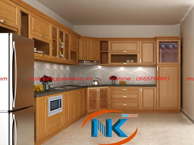 Mẫu tủ bếp gỗ xoan đào tây bắc thiết kế dáng chữ L cho căn bếp rộng rãi, thiết kiệm diện tích góc bếp