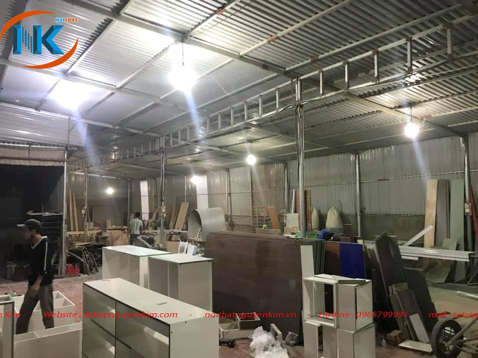 Một góc của xưởng sản xuất tủ bếp Nội thất Nguyễn Kim