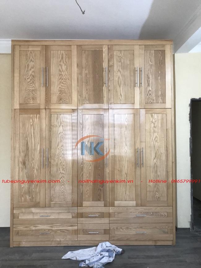 Đây là hình ảnh tủ áo gỗ sồi mỹ khi nhìn từ bên ngoài rất bắt mắt bởi các đường vân gỗ