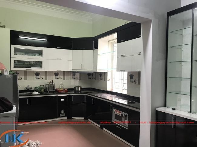 Ảnh thực tế thi công tủ bếp gỗ acrylic ACR17 nhà anh Chung, Gia Lâm