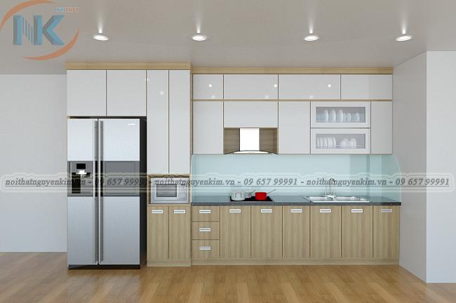 Tủ bếp chữ I đơn giản, nhỏ nhắn với tủ bếp trên màu trắng bóng gương. Riêng tủ bếp dưới sử dụng màu vân gỗ rất tự nhiên, hài hòa trong cách kết hợp màu sắc