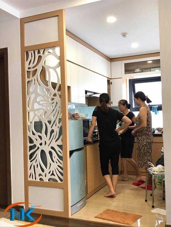 Hình ảnh tủ bếp nhà bác Thủy chung cư Fivestar bằng gỗ acrylic dáng chữ L kịch trần