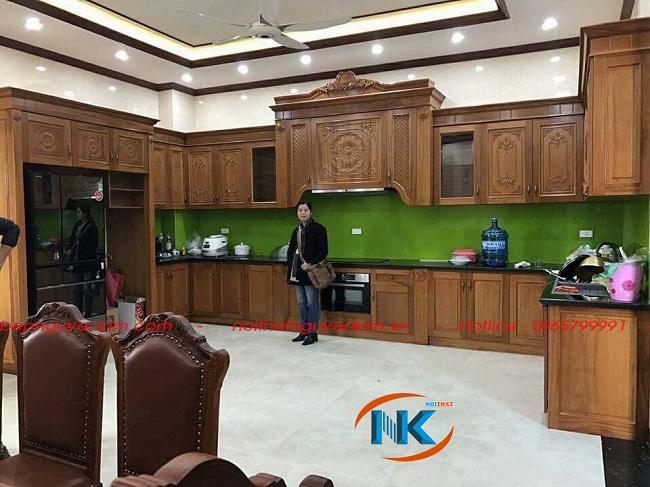 Tủ bếp gỗ xoan đào mang phong cách cổ điển nhà cô Hương, Thuận Thành, Bắc Ninh
