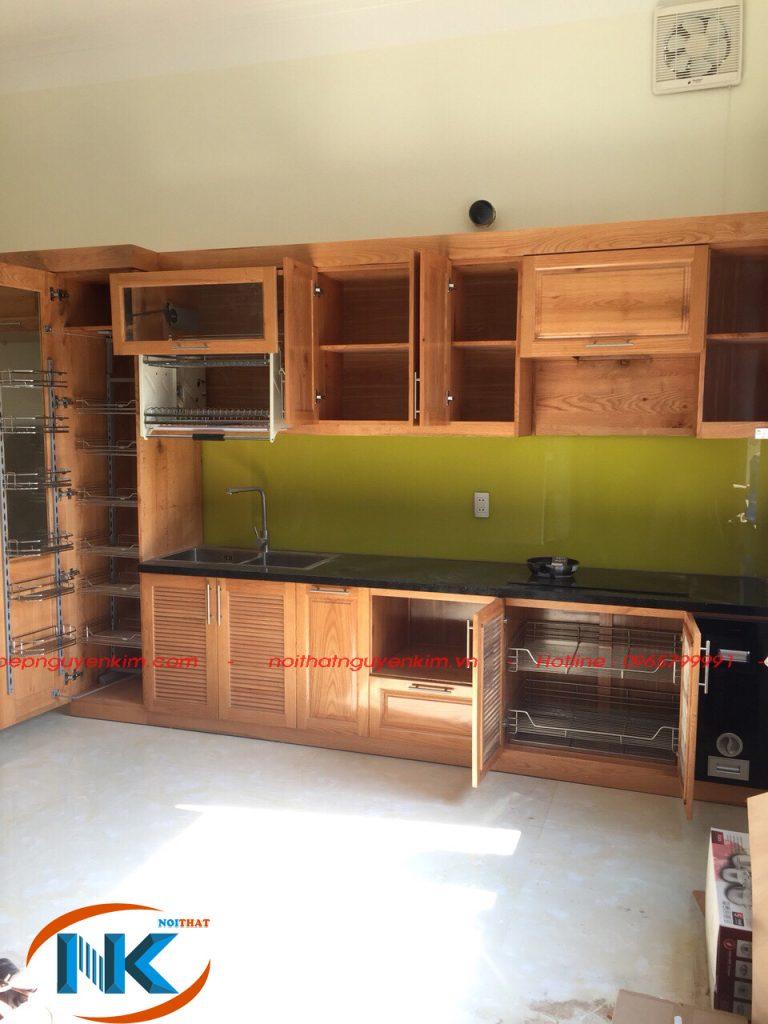 Cấu tạo tủ bếp gỗ sồi nga tự nhiên với đầy đủ phụ kiện cơ bản