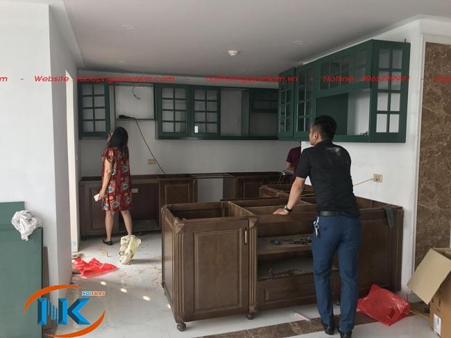 Hình ảnh tủ bếp gỗ xoan đào chữ U đang thi công nhà chị Ngọc, Long Biên, Hà Nội