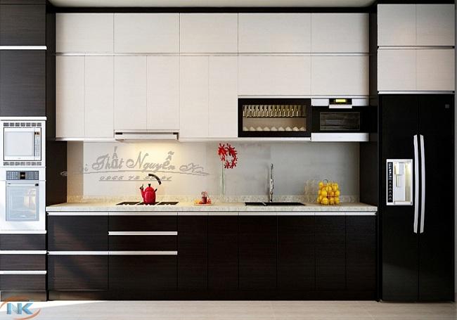 Với mẫu tủ bếp gỗ acrylic kịch trần này bạn không lo bụi bẩn, vết dầu mỡ bị lộ khi chưa kịp lau dọn