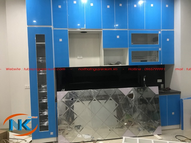 Hình ảnh tủ bếp acrylic màu trắng đã hoàn thành tương đối