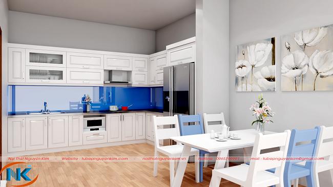 Tủ bếp gỗ sồi nga sơn trắng đẹp tinh tế, hài hòa với không gian chung của căn hộ chung cư