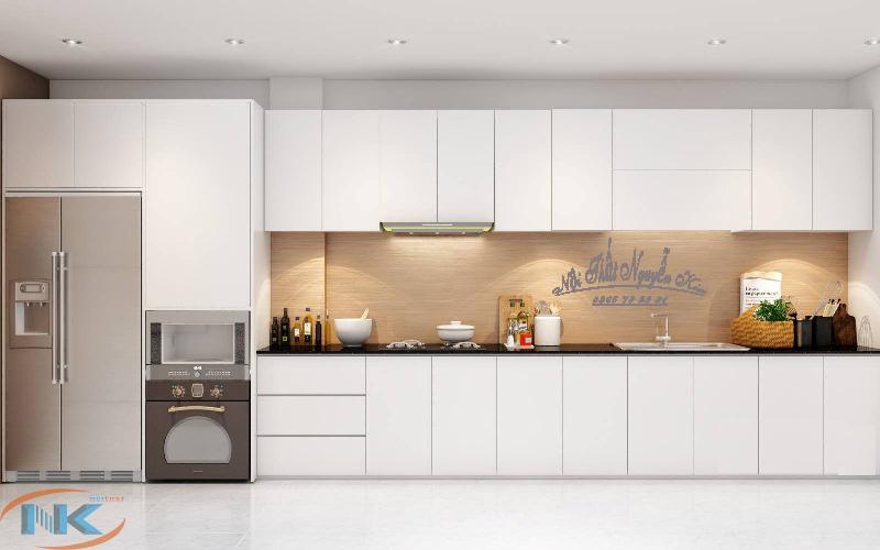 Mẫu tủ bếp khá đơn giản trong đường nét thiết kế, toát lên vẻ sang chảnh cho tủ bếp màu trắng
