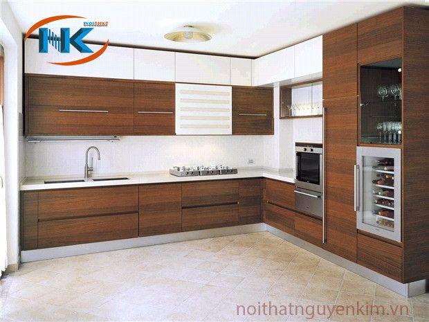 Mẫu tủ bếp gỗ laminate thiết kế kịch trần, tối ưu công năng sử dụng chính của phòng bếp