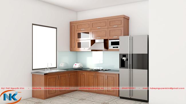Hình ảnh mẫu tủ bếp gỗ sồi nga chữ L nhỏ bé, xinh xắn mang lại cảm giác rộng rãi cho phòng bếp.