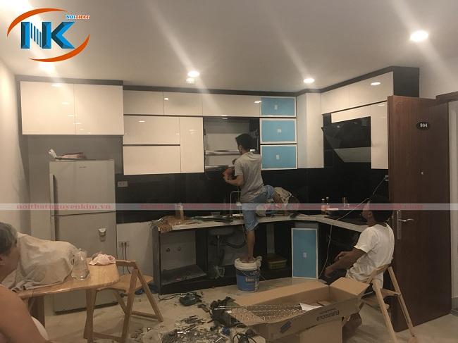 Hình ảnh thi công tủ bếp gỗ acrylic màu trắng nhà chị Tuyết chung cư Center Point