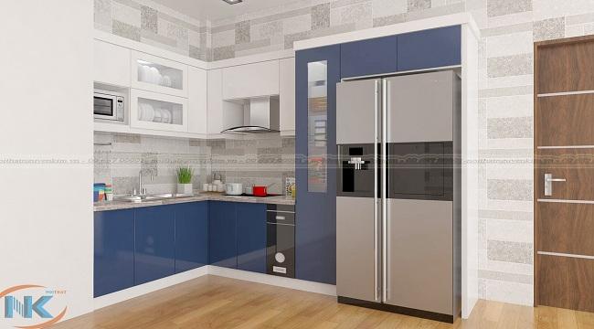 Không gian bếp rộng, bạn tham khảo ngay mẫu tủ bếp gỗ acrylic cánh màu xanh nước biển kết hợp màu trắng bóng gương cao cấp