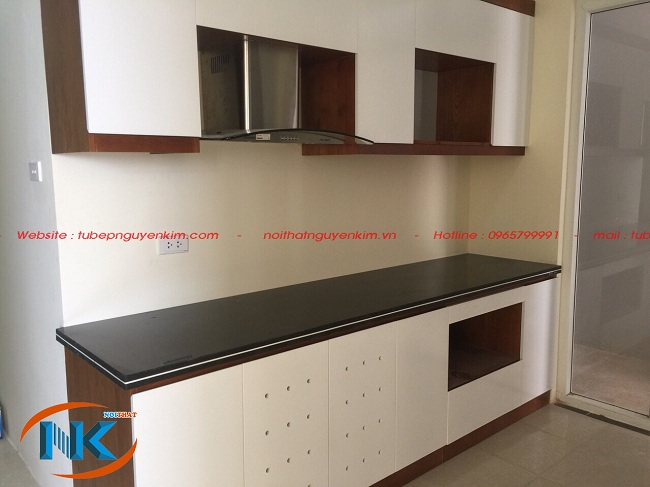Tủ bếp gỗ laminate chữ I nhà chị Hoa, chung cư Gamuda Hoàng Mai, Hà Nội