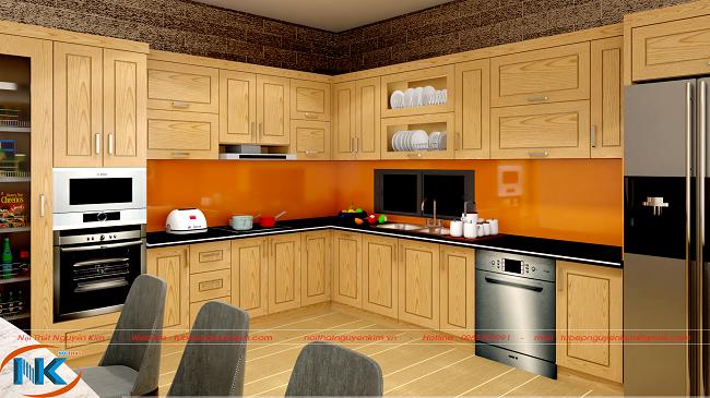 Khi nhìn gần, căn bếp vô cùng bắt mắt với vân gỗ sồi mỹ dạng sóng cùng màu sắc tươi sáng
