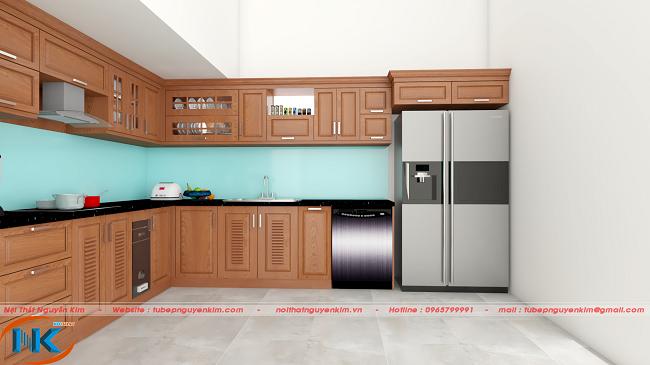 Thiết kế tủ bếp xoan đào đơn giản nhưng điểm nhấn chính là màu xanh da trời của kính ốp bếp