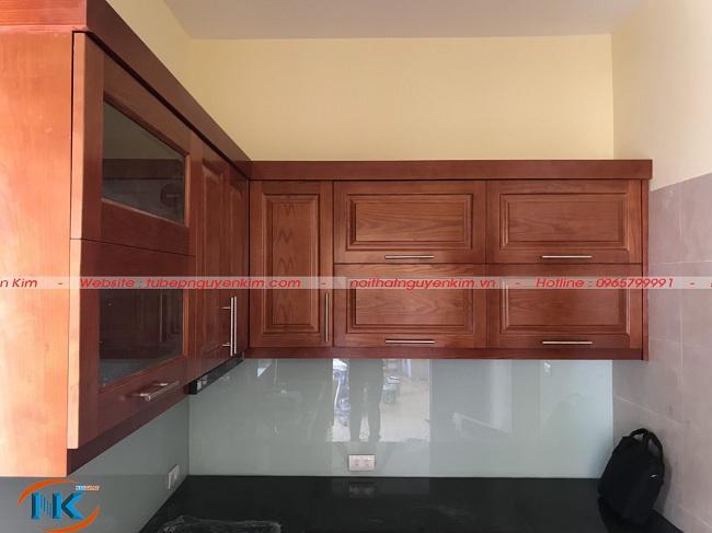 Phần tủ bếp trên nhà anh Hoàng sau khi thi công
