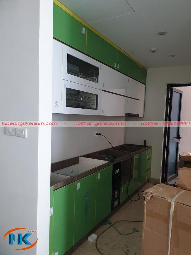 Tủ bếp chính là sự kết hợp hoàn hảo về màu sắc tươi mới cho không gian bếp gia đình chị Phượng