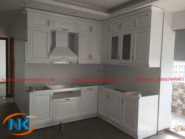 Mẫu tủ bếp tân cổ điển gỗ sồi nga chữ L thi công tại nhà anh Hải chung cư Fivi star Kim Giang