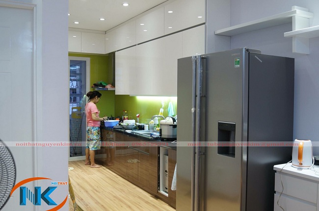 Tủ bếp vân gỗ acrylic nhà chị Huyền, FLC Mỹ Đình