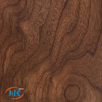 Đường vân gỗ sắc xảo vô cùng cuốn hút chỉ riêng gỗ óc chó