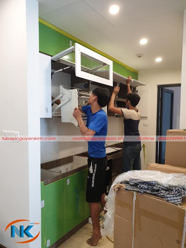 Hình ảnh tủ bếp acrylic an cường đang thi công