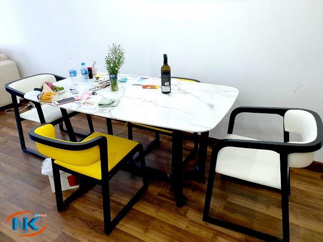 Bộ bàn ăn đơn giản mà hiện đại