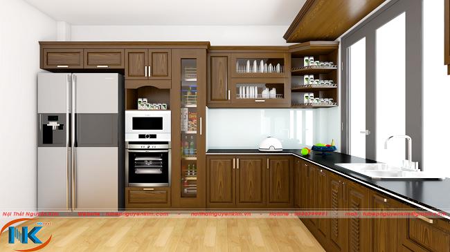 Thiết kế tủ bếp gỗ sồi nga màu nâu rất đơn giản kết hợp cùng thiết bị bếp thông minh tối ưu công năng sử dụng