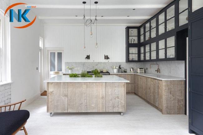 Kiểu dáng tủ bếp mang phong cách cổ điển, truyền thống với màu vân đá