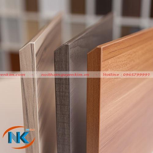 Hình ảnh gỗ laminate sau khi dán nẹp cạnh với độ bền cao, không thấm nước