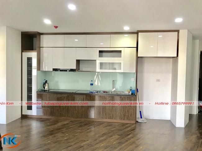 Thực tế bộ tủ bếp gỗ acrylic kịch trần nhà anh Huấn sau khi Nguyễn Kim bàn giao
