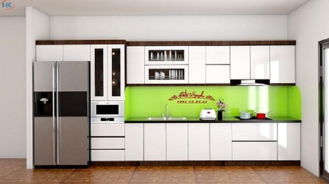 Mẫu tủ bếp acrylic chữ I màu trắng bóng gương nhà anh Vinh, Sóc Sơn