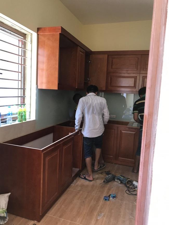 Tủ bếp đang được thi công bởi đội ngũ kỹ thuật giàu kinh nghiệm của Nội thất Nguyễn Kim