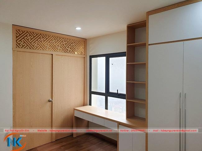 Phòng thờ ngăn cách với phòng ngủ bằng vách ngăn CNC gỗ melamine