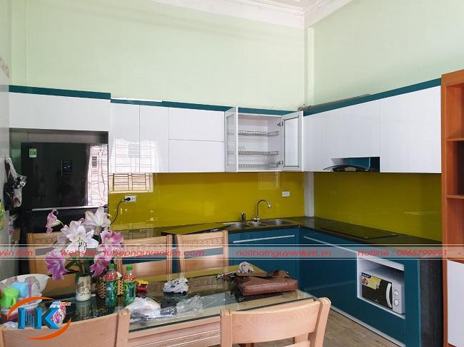 Tủ bếp acrylic màu sắc tươi sáng, hiện đại nhà anh Việt, Cống Xuyên, Nghiêm Xuyên, Thường Tín